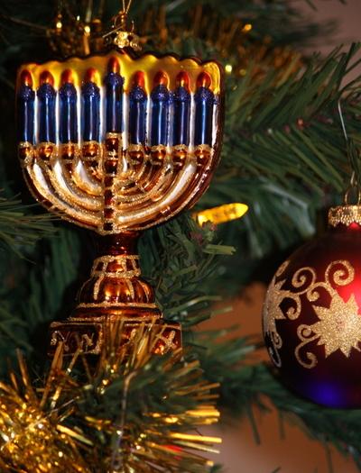 Ханукия на новогодней елке